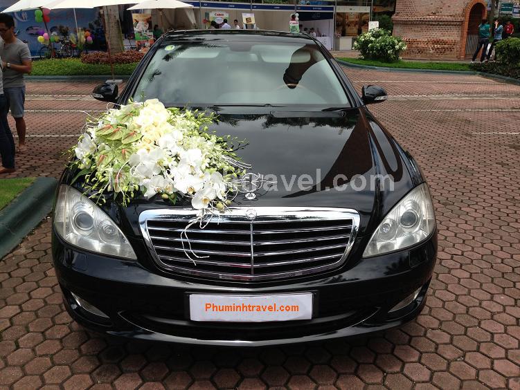 Cho thuê xe cưới Mercedes E300 đen
